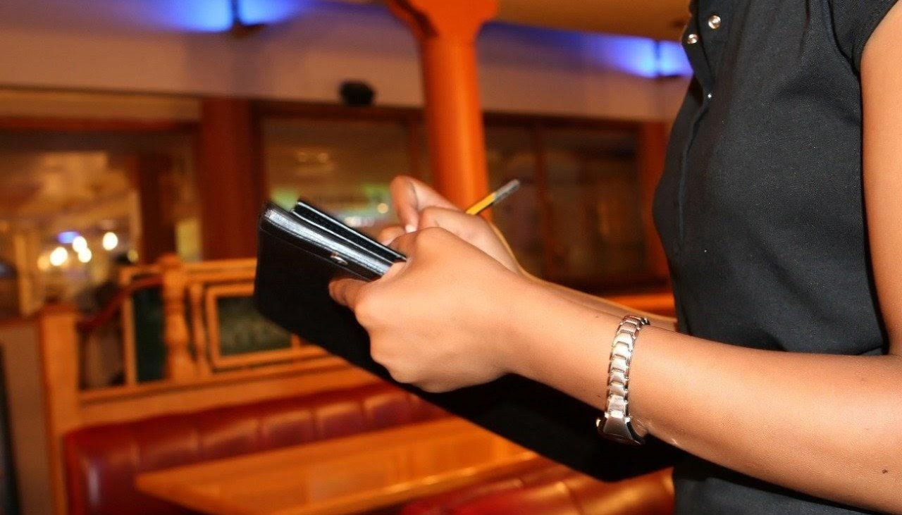 How to be a good bar waitress in Central Coast